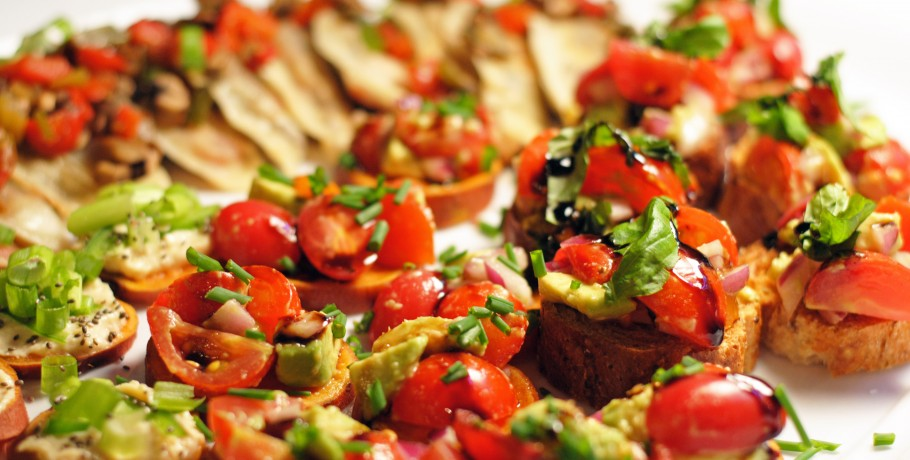 Avocado Bruschetta/Balsamic Reduction
